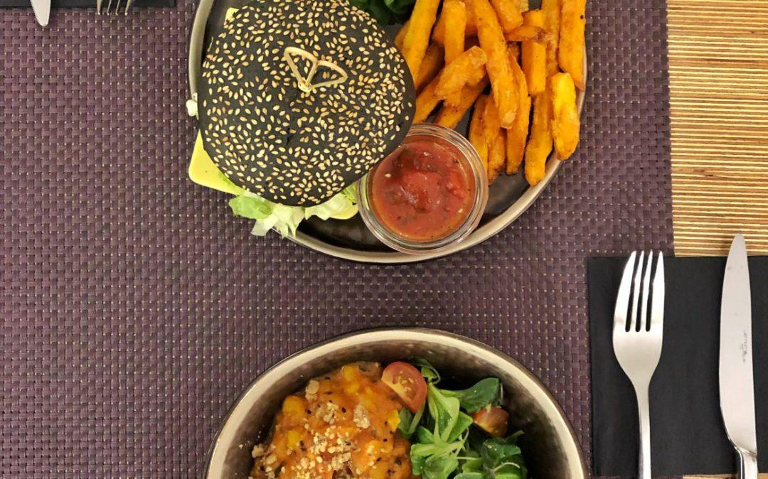 Veganer Burger im Bhajan Café Riga