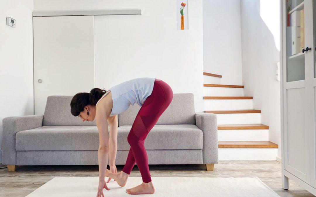 Der Übergang ins Stehen in unserer Yoga am Abend Sequenz