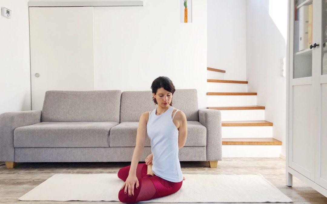 Yoga am Abend: Bharadvajasana