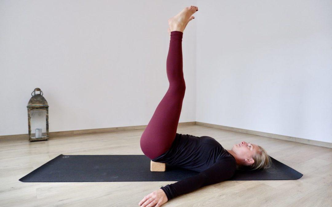 Viparita Karani eignet sich für Yoga für den unteren Rücken