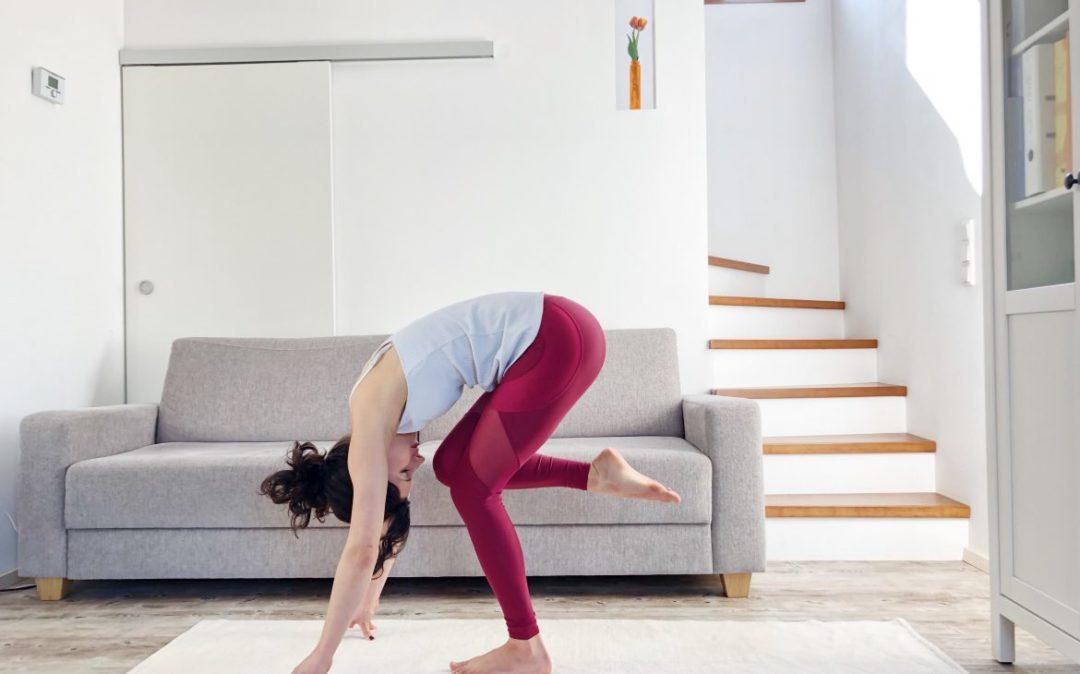 Bauchcrunch im Stehen - Yoga am Abend