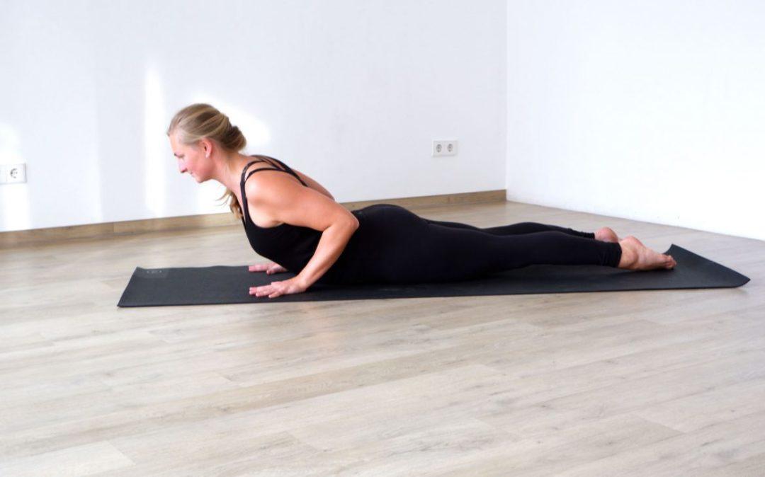 In Yoga für den Rücken Sequenzen darf die Kobra nicht fehlen