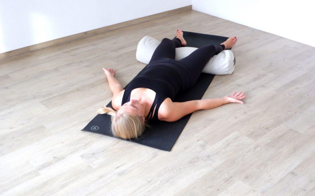 Shavasana darf auch im Yin Yoga im Herbst nicht fehlen