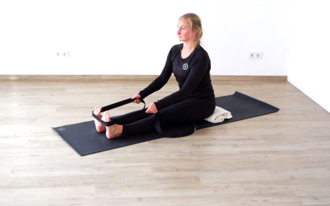 Rückenyoga Übung: die sitzende Vorbeuge