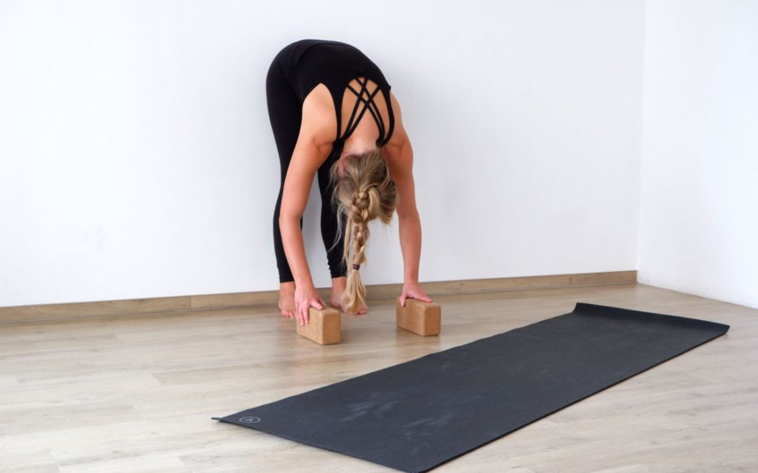 Yoga für den Rücken: die stehende Vorbeuge
