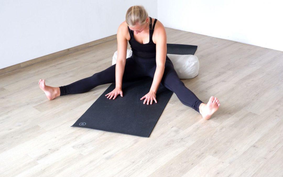 Yin Yoga im Herbst - die weite Grätsche