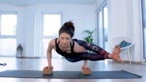 Kraft aus der Erde ziehen - online Yoga Video mit Tina von Jakubowski