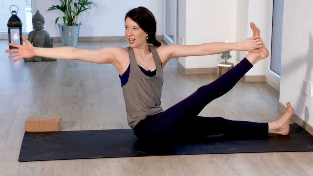 Creative Flow Yoga online Videos mit Tina
