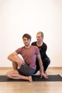 Yoga Studiomanagerin Karoline beim Personal Training