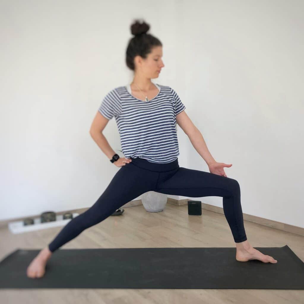 Yoga Selfassists im Krieger 2