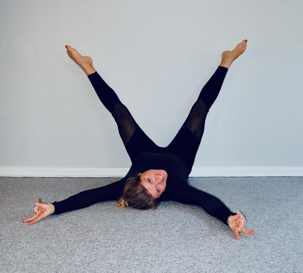 Viparita Karani zeigt wie Yoga gegen Stress wirkt